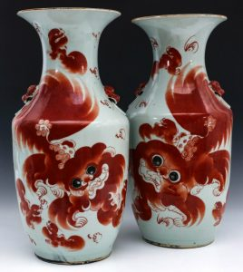 A PAIR OF LARGE 19TH CENTURY CHINESE PORCELAIN VASES