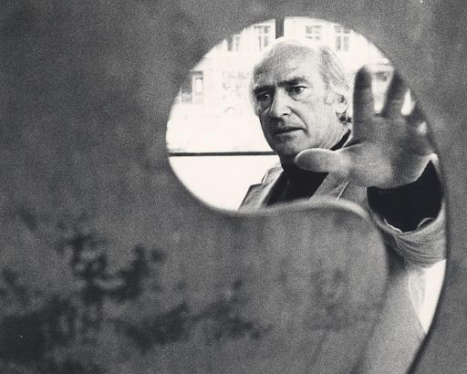 Harry Bertoia. Image from the Harry Bertoia Foundation.