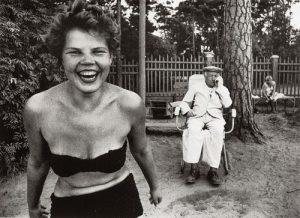 WILLIAM KLEIN 1928) Bikini, Moscow 1959