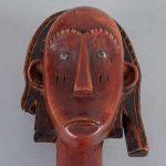 Lote de esculturas. Siglo XX. Estilo africano. Tallas en madera laqueada y esgrafiada sobre bases. Piezas 2