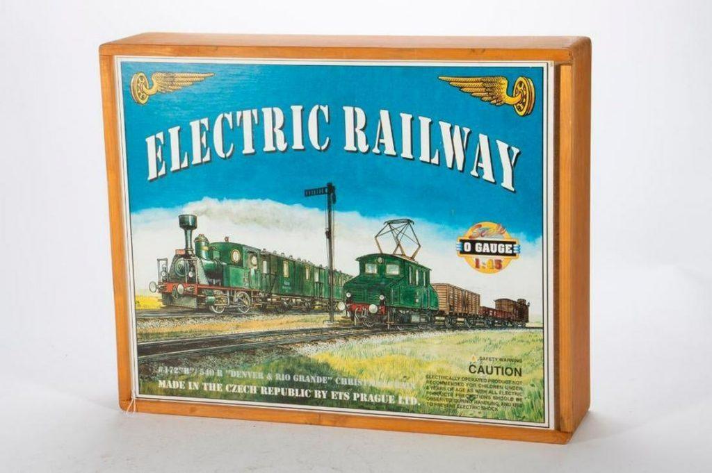 O gauge ETS Czech tinplate train set in wood box with