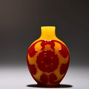 AN EXQUISITE CHINESE SNUFF BOTTLE
