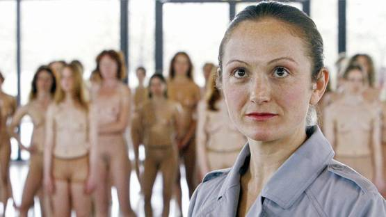 Vanessa Beecroft at a performance. Image from Widewalls.