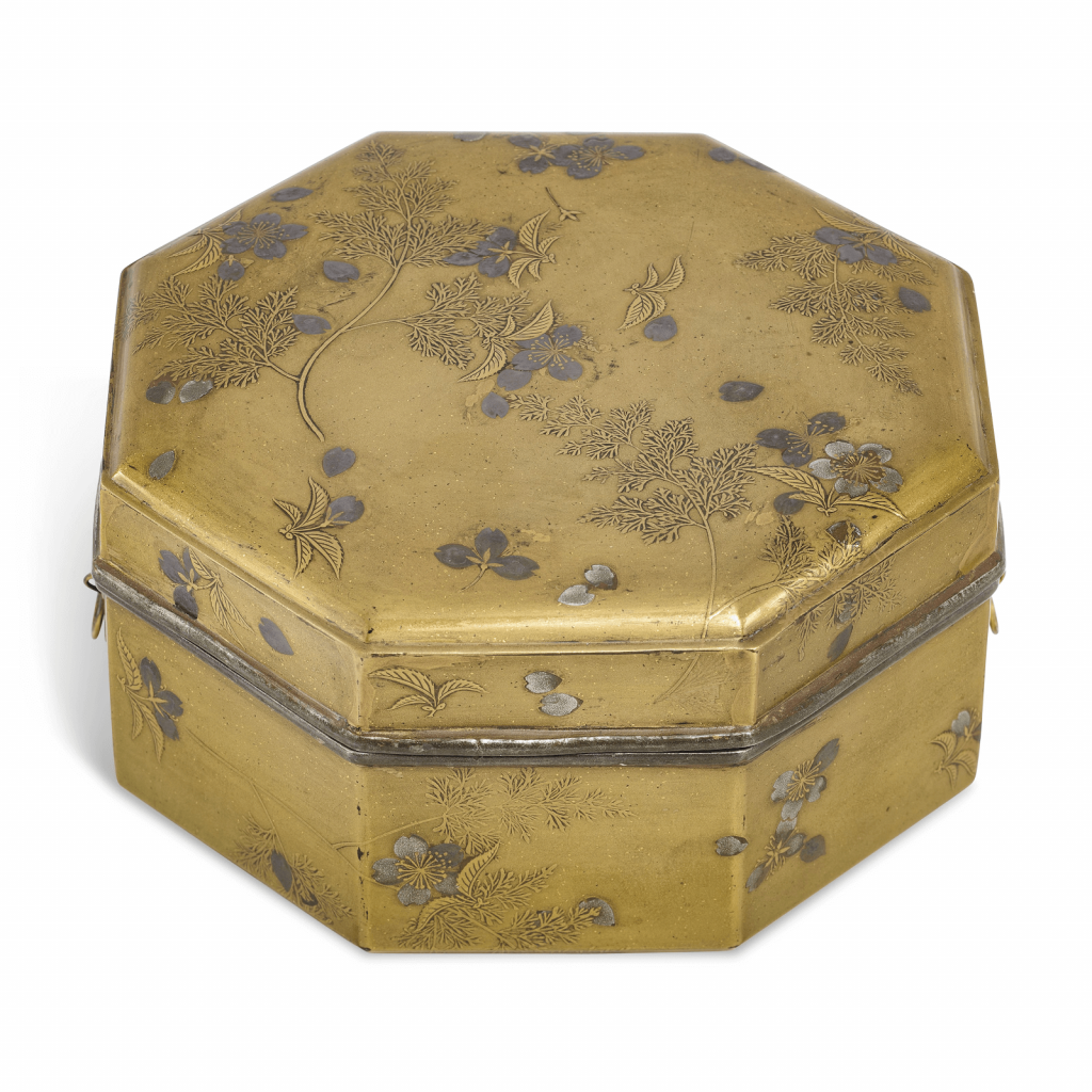 A lacquer cake box (kashi-bako) with scattered cherry blossoms. Photo courtesy of Christie's.