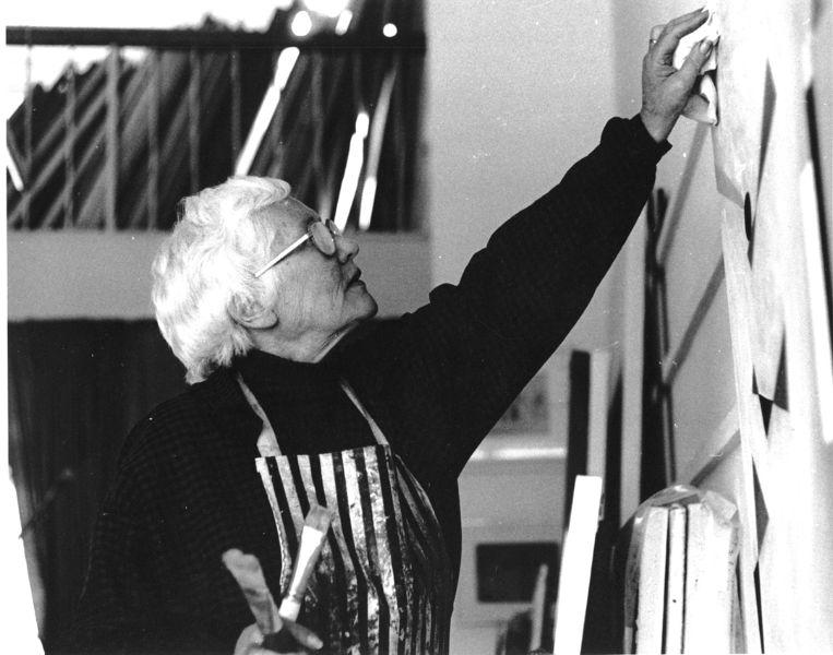 Wilhelmina Barns-Graham in her studio, 1985. Image from David Crane for the Wilhelmina Barns-Graham Trust.