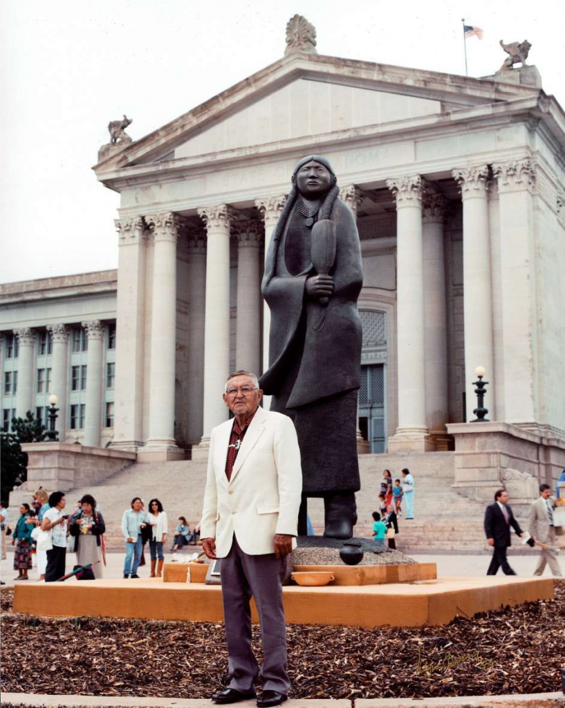 Allan Houser at the dedication of As Long As the Waters Flow in 1989. Image courtesy of Allan Houser Inc.