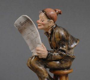 Rare Hummel OLD MAN READING NEWSPAPER 181 TMK0