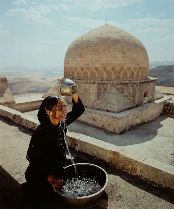 Shirin Neshat, Water Over Head (from the 'Soliloquy' series), 1999. Image from Hindman.