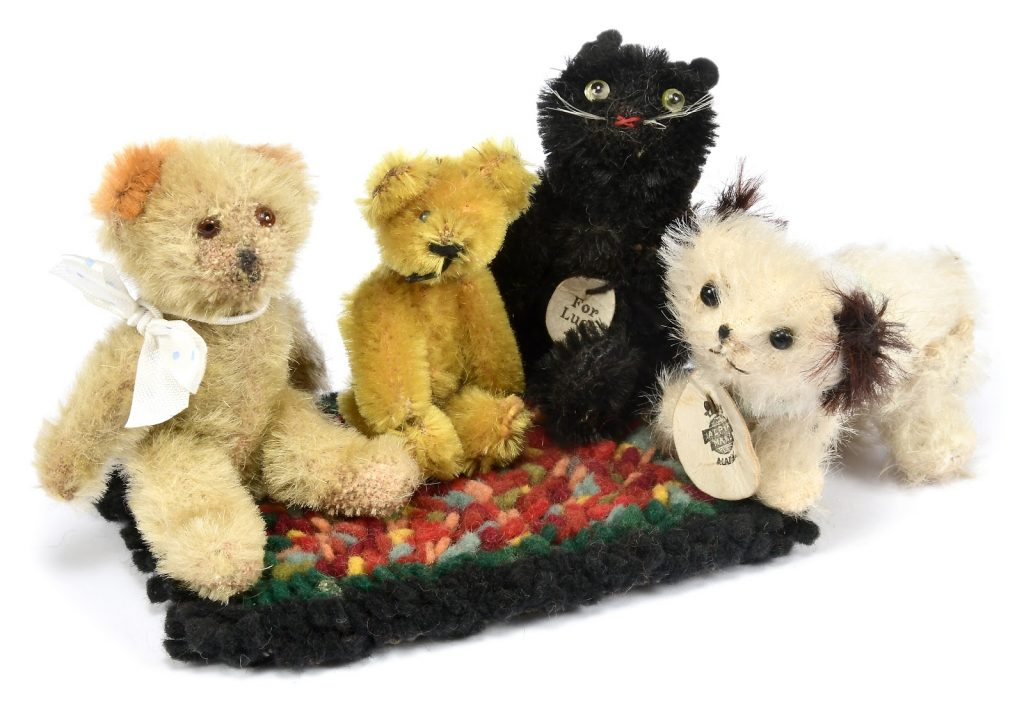 Farnell mascots. Photo courtesy of Vectis Auctions.