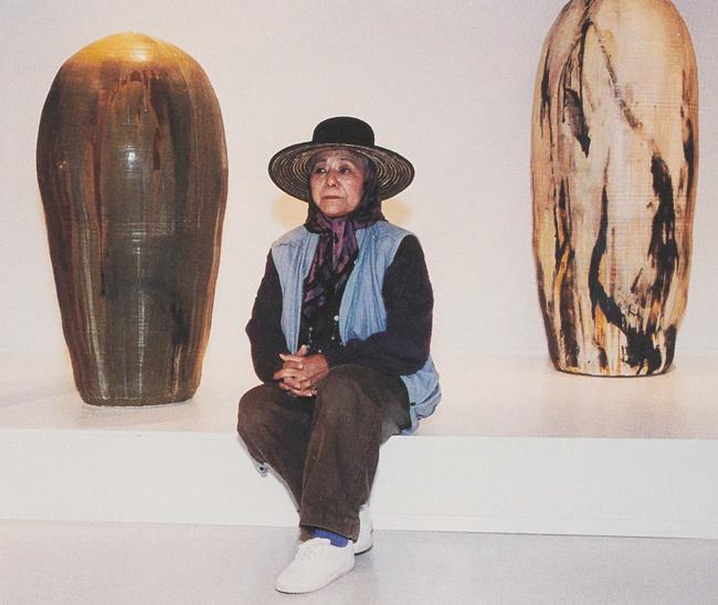 Toshiko Takaezu. Image from Studio Potter.