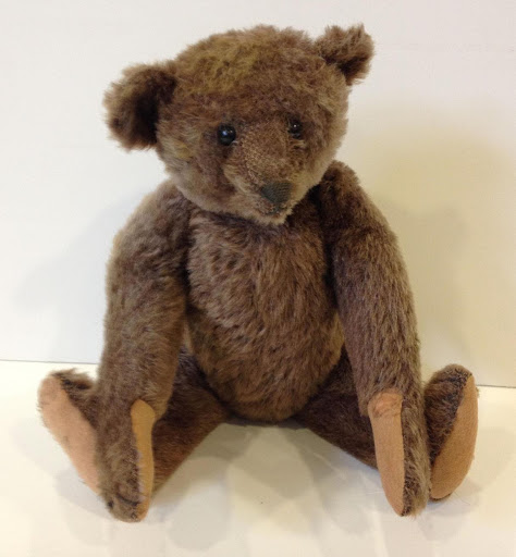 Chocolate-brown Steiff teddy bear circa 1910. Offered at auction last year by Appletree Auction Center. Photo from LiveAuctioneers.