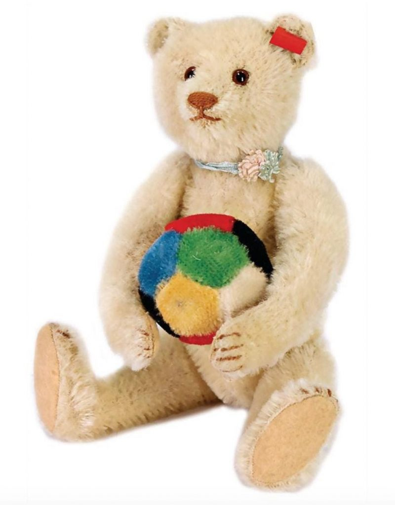 White Teddy bear circa mid-20th century. Offered in 2020 by Ladenburger Spielzeugauktion. Photo from LiveAuctioneers.