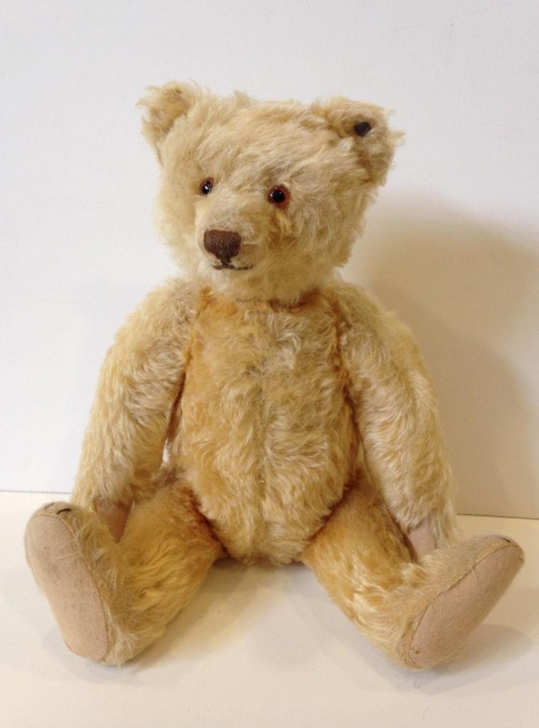 Golden blonde fine Teddy bear circa 1920. Offered by Appletree Auction Center in 2020. Photo from LiveAuctioneers.