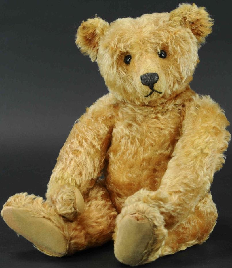 Enter-seam Steiff teddy bear circa 1905 brought to auction in 2020 by Bertoia Auctions. Photo from LiveAuctioneers.