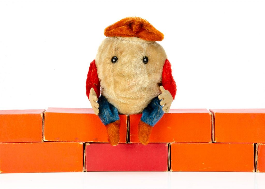 Mohair Steiff Humpty Dumpty. Image from Special Auction Services.