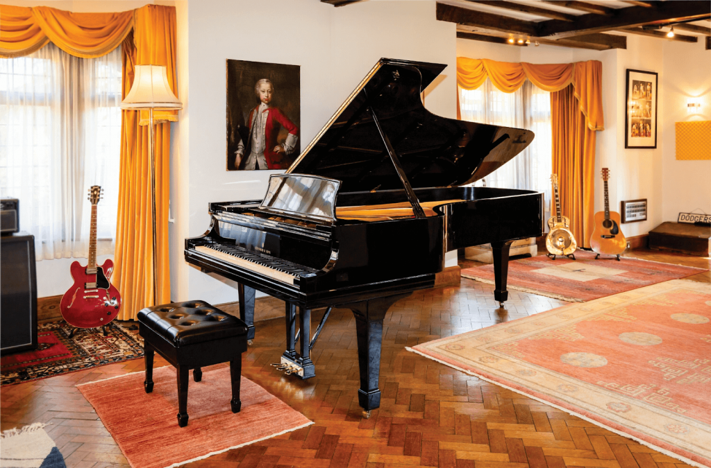 Sir Elton John's Steinway No.426549 grand piano. Image from Heritage Auctions.