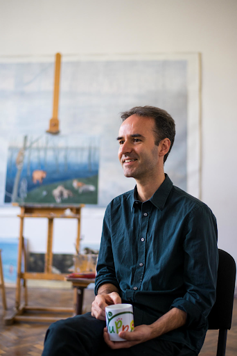 Șerban Savu in his studio. Image by Vakarcs Loránd for Scena9.