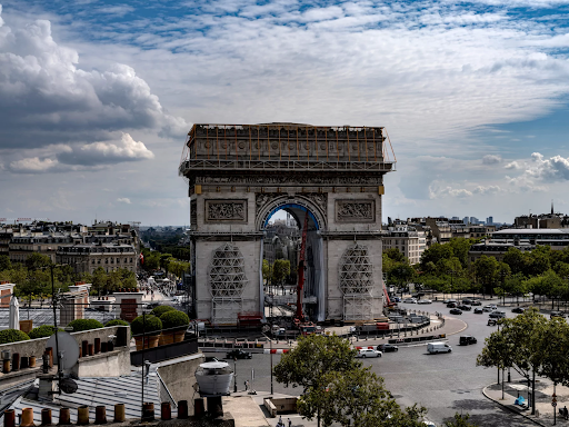 Workers install fabric panels along the inside walls of the Arc de Triomphe. Image by Wolfgang Volz. © 2021 Christo and Jeanne-Claude Foundation.